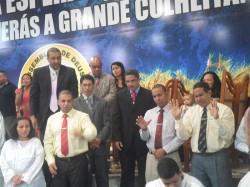 Pastores, Presbíteros e Missionárias abençoando
