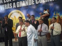 Pr. Antonio Marcos ministrou o batismo